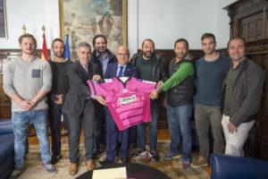 Manuel Baltar recibe á directiva e xogadores do Ourense Coosur Rugby Club